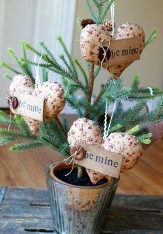 Un zoom d'un petit arbre comme décoration la Saint Valentin