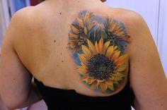 Sunflower tattoo on back - 45 inspirational sunflower tattoos Sunflower Tattoo Meaning, Sunflower Tattoo Simple, Sunflower Tattoo Sleeve, Sunflower Tattoo Shoulder, Sunflower Tattoos, Sunflower Tattoo Design, Flower Tattoo Designs, Tattoo Motive, Tattoo On