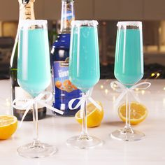 Tiffany Mimosa - Blue Curacao, Champagne or Prosecco and Lemonade Snacks Für Party, Party Drinks, Cocktail Drinks, Brunch Drinks, Blue Drinks, Alcohol Recipes, Non Alcoholic, Mixed Drinks, Yummy Drinks