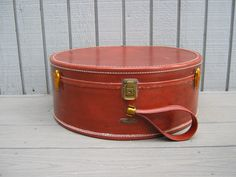 Vintage Samsonite Train Case Shwayder Round by RollingHillsVintage Samsonite Luggage, Vintage Luggage, Vintage Storage, Train Case, Brass Hardware, Saddle Bags, Brown Leather, Objects, Buy And Sell