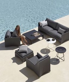 Seating in the garden: 5 modern garden furniture sets Outdoor Seating Areas, Outdoor Lounge, Outdoor Spaces, Outdoor Living, Outdoor Pool, Outdoor Chairs, Modern Garden Furniture, Deck Furniture, Furniture Movers
