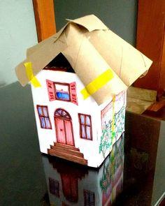 Casinha feita com embalagens de papelão e telhado de rolos de papel higiênico. Maquete maneira! #brinquedos #toys #euquefiz #feitoamao #feitopormim #arte #art #artesanato #artesanal #artista #artesplasticas #educaçãoartística #kids #criancas #ideiascriativas #ideias #criatividade #protecaoambiental #proteçãodanatureza #sustentabilidade #eco #escola #oficinas #professor #maquete http://ift.tt/1T946lV by smvaa58 http://ift.tt/1YSaXjW