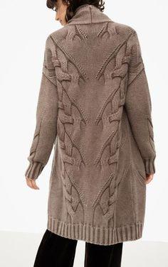 Помогите найти описание и узор этого свитера.