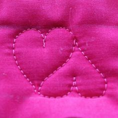 Sweetheart Border, Free Motion Quilting Tutorial-(bunny, Easter eggs, shamrock, other heart motifs. Quilting Stencils, Quilting Templates, Longarm Quilting, Free Motion Quilting, Quilting Tutorials, Quilting Tips, Machine Quilting Patterns, Quilt Patterns, Patchwork Quilt