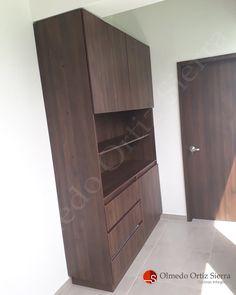 Una Biblioteca Para Que Organices tu hogar 🏡📘📗 Cali, Colombia 🇨🇴 Tall Cabinet Storage, Locker Storage, Cali Colombia, Lockers, Furniture, Home Decor, Modern Furniture, Home Furniture, Shelving Brackets