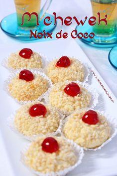 Mchewek noix de coco {gateau sec} Sweets Recipes, Baking Recipes, Eid Cake, Algerian Recipes, Algerian Food, Middle Eastern Desserts, Tea Cookies, Traditional Cakes, Peanut Butter Cookies