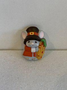 Vintage Hallmark Pin, Thanksgiving Brooch, Thanksgiving mouse, Thanksgiving pin, thanksgiving pilgrim, Thanksgiving jewelry