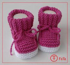 Wunderschöne, weiche, bequeme Babyschuhe in Himbeere mit Sohlen in schneeweiß. Aus Baumwolle-Mischung. Weich, leicht und hautfreundlich. Dank Bändchen passen perfekt zur...