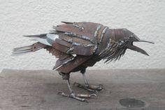 Schrott Metall Skulptur, Raven, geschweißt aus Schrott und Recycling Metalle einzigartige Kunst Arbeit, zurückgefordert Stahl Kunst