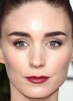 Close-up of Rooney Mara at the 2016 Golden Globe Awards.