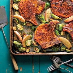 Pork Chops with Roasted Apples and Brussels Sprouts - Simple Sheet Pan Suppers - Southernliving. Recipe: Pork Chops with Roasted Apples and Brussels Sprouts Oven Fried Pork Chops, Pan Pork Chops, Apple Pork Chops, Pork Ribs, Pork Loin, Baked Pork, Weight Loss Meals, Healthy Dinner Recipes For Weight Loss, Healthy Recipes