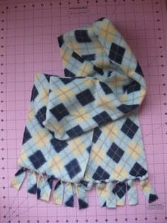 No sew fleece scarf - great for kids!  Raechel, I was thinking that this would look nice for the girl's scarf!