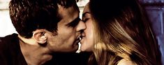 Deleted Divergent Kiss Scene: Omg the way they open their mouths so wide like they gonna eat each other up< That's a funny comment Divergent Hunger Games, Divergent Fandom, Divergent Trilogy, Theo James, Tris Et Tobias, Tris Et Quatre, Tris And Four, Divergent Insurgent Allegiant, Couple