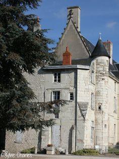 Ancien château, Châtellerault, Vienne, France ©Sylvie Charles Poitou Charentes, Limousin, Paris, Mansions, House Styles, Travel, Home, Tourism, Viajes