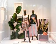 A variably spring moodboard makes a mind to mix and match. Photographed structures in strong colors according to the Esprit Spring campaign 2017 and colorful wooden frames bring the heritage theme to life. Fashion Window Display, Window Display Retail, Window Display Design, Retail Windows, Store Windows, Window Display Summer, Pet Store Display, Store Displays, Boutique Interior