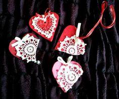 Покажи детайли за Мартеници, сърчица Bulgarian, Christmas Ornaments, Holiday Decor, Diy, Home Decor, Decoration Home, Bulgarian Language, Bricolage, Room Decor