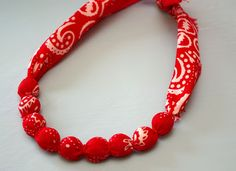 Bandana Necklace {Tutorial} - Happiness is Homemade (could make matching bracelet:use w/the earrings) Bandana Crafts, Tie Crafts, Crafts To Make, Easy Crafts, Bandana Ideas, Red Bandana, Bandana Print, Fabric Crafts, Fabric Necklace