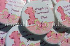 Latinha Mint to Be com balinhas de coração ou confeitos de chocolate.