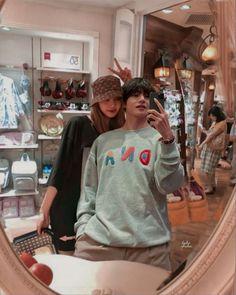 "628 curtidas, 14 comentários - ""I LOVE TAELICE"" (@taelice_vlisalove) no Instagram: ""#taelice#vlisa#rosekook#jirose#jinsoo#jenmin#bangtan"" Bts Girl, Bts Boys, Cute Relationship Goals, Cute Relationships, Kpop Couples, Cute Couples, Spiderman Meme, Bts Twice, Blackpink And Bts"