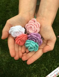 Quick and Easy Crochet Hair Clips - A Free Tutorial | Grace and Yarn