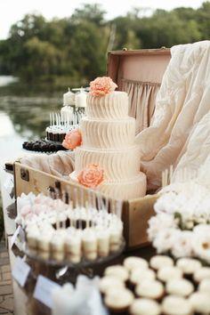 Bolo de casamento com decoração vintage