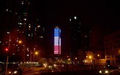 Le monde en Bleu Blanc RougeColpatria tower, l'un des symboles de Bogota (Colombie), samedi soir 14/11/2015 Attentats de Paris