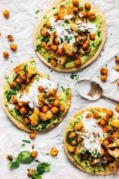 Pitas mit Ofengemüse und Avocado-Dip. Lecker!