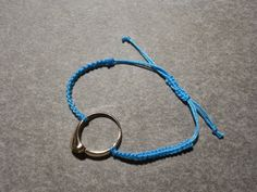 Pieces of Arendil: Tutorial Bracciale in Macramé con Anello/Macramé Bracelet with Ring http://piecesofarendil.blogspot.it/2015/02/tutorial-bracciale-in-macrame-con.html