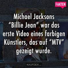 """Michael Jacksons """"Billie Jean"""" war das erste Video eines farbigen Künstlers, das auf """"MTV"""" gezeigt wurde. Michael Jackson, A Perfect Circle, The Clash, Useful Life Hacks, Interesting Facts, Mtv, Videos, Fun Facts, Funny Facts"""