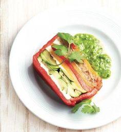 グリルされた野菜の彩りがきれい。チミチュリソースの緑も鮮やかです。