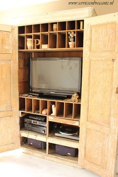 New cabinet for our tv. Cost 2 days of hard work to replace all the boxes (i had to keep) so that the tv would fit