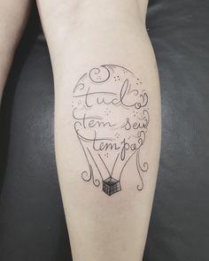 Escrita tatuagem tattoo feminina perna panturrilha tudo tem seu tempo balão Bárbara Tattoo Mirassol D OESTE tatuador