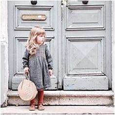 Choufleurlajolie sur Instagram : Direction le marché et petit look du jour en @tia.aina #tiaaina #bobochoses #smallable #rentreedesclasses #lookdujour • Instagram