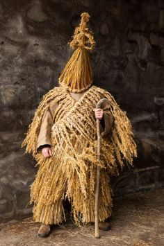 """celia-hannes: """" Strawboys The true mummers go with their madcap revelry at Christmas and celebrate the winter solstice in the way of always. Strawboys in straw dress go out to weddings all through the year. Wrenboys go out on St. Stephen's night. Art Costume, Folk Costume, Costumes, Charles Freger, Costume Ethnique, Wallpaper Magazine, Masks Art, Beltane, World Cultures"""