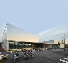 Glass walls create visual connection between Strasbourg sports hall and its surroundings.