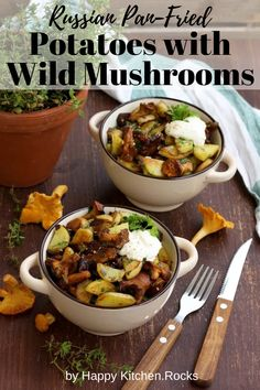 Russian pan-fried potatoes with wild mushrooms, onions, garlic and herbs are super flavorful, hearty and comforting. This easy step-by-step recipe only takes 30 minutes to make! Vegetarian Main Course, Vegetarian Comfort Food, Vegetarian Recipes Dinner, Vegan Recipes, Pan Fried Potatoes, Wild Mushrooms, Stuffed Mushrooms, Happy Kitchen, Tasty Bites