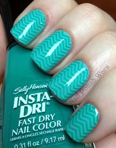 finger nails with cheveron design | hope you all enjoy my minty mani! Happy Painting!!!