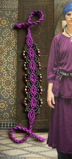 * Flechtarmbändchen violett / anthrazit * von crochet.jewels auf DaWanda.com