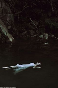 Read from the story Fotos para tus portadas by Namaide with 711 reads. Deep Books, Water Shoot, The Ancient Magus, Look Dark, Fantasy Photography, Dark Beauty, Story Inspiration, Dark Art, Underwater