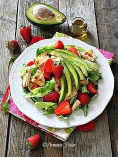 Armonia Paleo: Insalata di Pollo con Fragole e Avocado