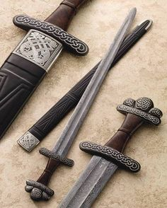 Gorgeous reproduction of a viking sword with a scabbard by Vince Evans. Vikings, Swords And Daggers, Knives And Swords, Armas Ninja, Viking Sword, Viking Armor, Viking Life, Medieval Weapons, Fantasy Weapons
