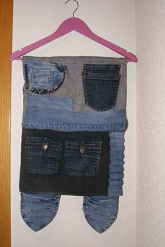 Colgador para ordenar objetos, con tela vaquera de pantalones viejos, jeans!