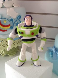 toy storie Toy Story Baby, Toy Story Theme, Cumple Toy Story, Festa Toy Story, Fondant Cake Toppers, Fondant Figures, Toy Story Cakes, Disney Cakes, Buzz Lightyear