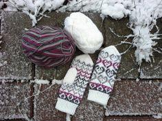 Knitting Socks, Knit Socks, Knitting Ideas, Mittens Pattern, Mitten Gloves, Yarn Crafts, Baby Dolls, Knit Crochet, Handmade