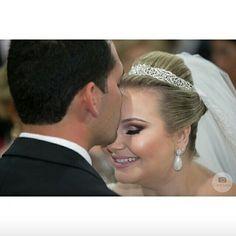 Nossa linda e querida noivinha @larissacalegario  casou ontem com brincos e tiara #mairabumachar #elabrilhou #muitasfelicidades #noivasmb #noivas #bridecollection #bride