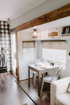 You may take an amazing idea from this article to remodel your RV Interior for Cozy Holiday 2019 Camper Life, Rv Campers, Happy Campers, Camper Trailers, Travel Trailers, Teardrop Campers, Teardrop Trailer, Rv Interior, Campervan Interior