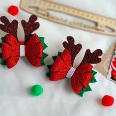 A silver Christmas decoration - HomeCNB Christmas Hair Bows, Felt Christmas, Christmas Ornaments, Ribbon Crafts, Felt Crafts, Diy And Crafts, Christmas Accessories, Diy Hair Accessories, Making Hair Bows