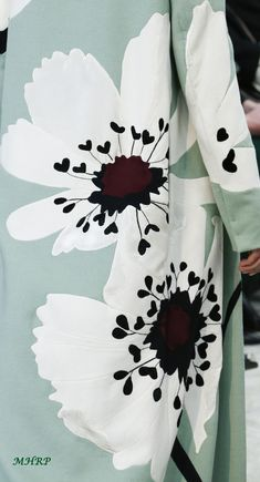 67 Ideas Flowers Fashion Vogue Haute Couture For 2019 Couture Details, Fashion Details, Fashion Design, Fabric Painting, Fabric Art, Flower Prints, Flower Art, Flower Patterns, Flower Designs