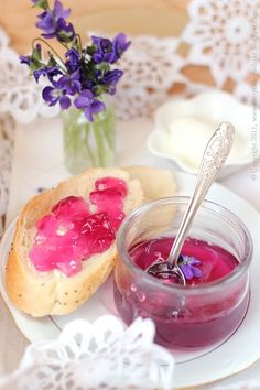 Spring has sprung in Kentucky and the ground is covered in sweet violets! Homemade Jelly, Sweet Violets, Flower Food, Liqueur, Sweet Sauce, Edible Flowers, Dessert Recipes, Desserts, High Tea