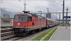 Railjet 167 erreichte heute ausserplanmässig Buchs mit der Re 4/4 II 11200. Für die Weiterfahrt nach Feldkirch wurden die 1116 221-3RJ und die 1116 268-4 beigestellt, wobei die RJ-Lok abgebügelt mitgeführt wurde.(05.04.2016)